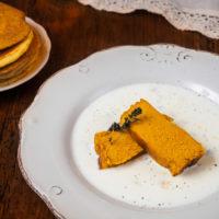 Flan di zucca su fondue di formaggi