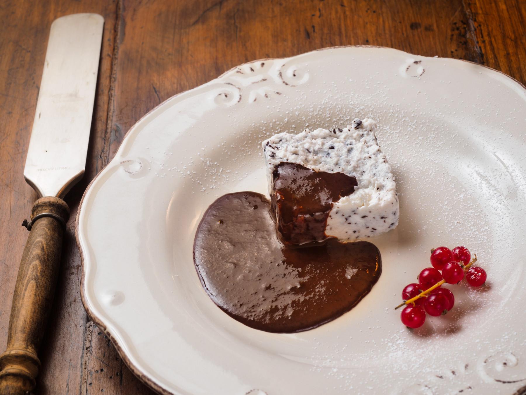 Il Moderno - Sformatino di ricotta al cocco e cioccolato